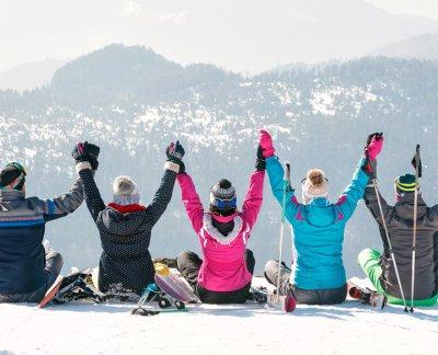 groupe d'amis au ski