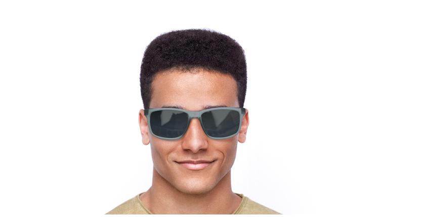 Lunettes de soleil homme ESSENTIAL CHASER EV0999 gris - Vue de face